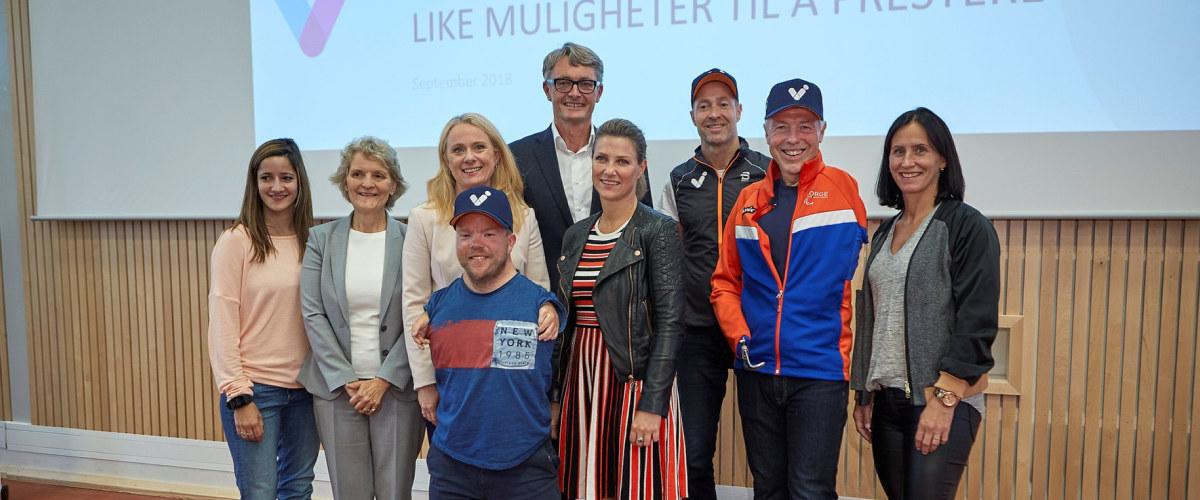 Stiftelsen VI vil bidra til å skape en bevegelse for 605 000 funksjonshemmede i Norge. Idéen til initiativet og stiftelsen oppsto i samtaler mellom Kjell Inge Røkke og Akers konsernsjef Øyvind Eriksen.