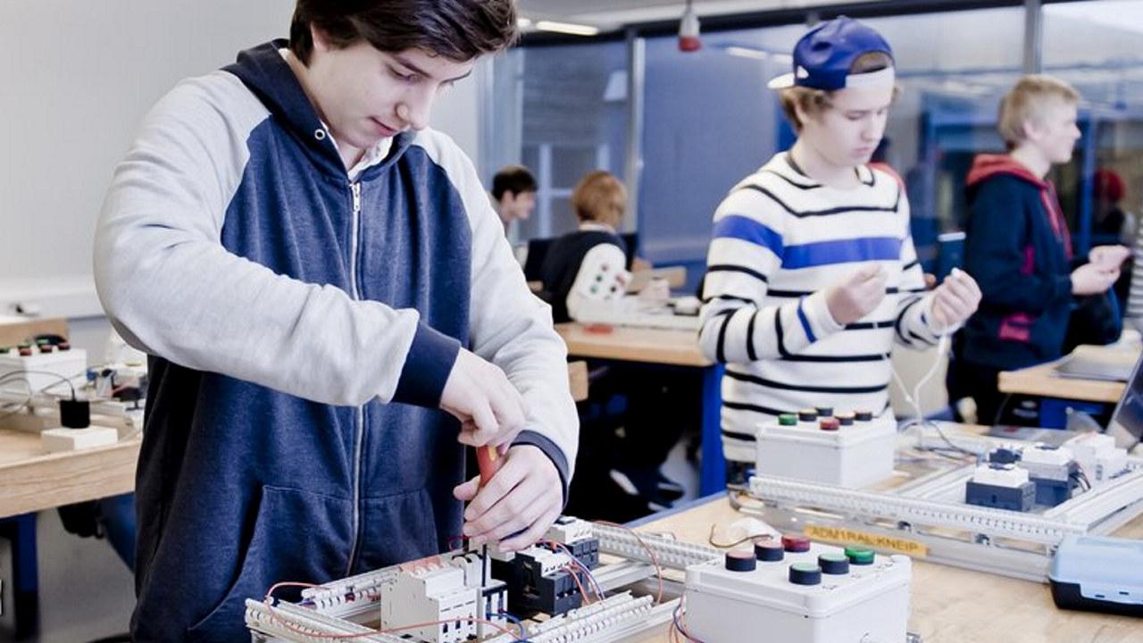 Elever elektro klasserom