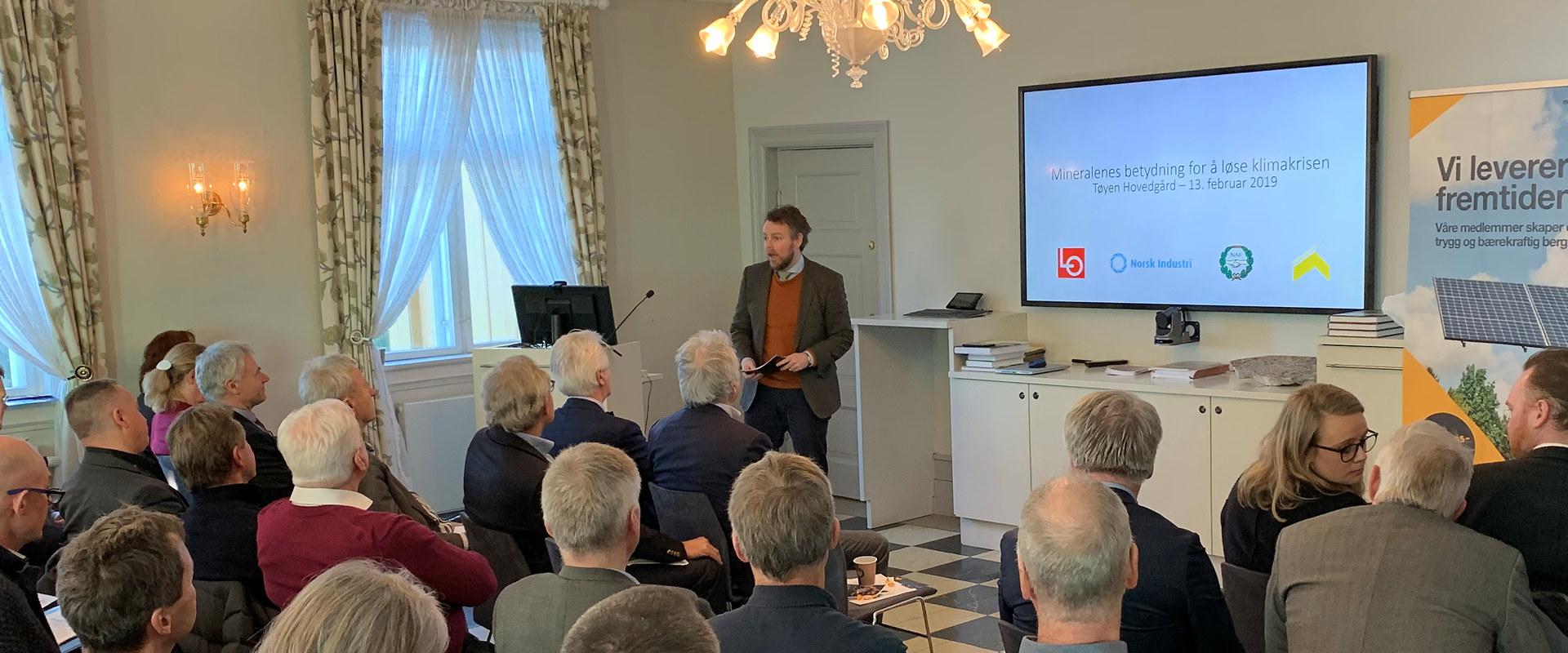 Næringsminister Torbjørn Røe Isaksen på seminar om mineralnæringen. Foto: Norsk Industri