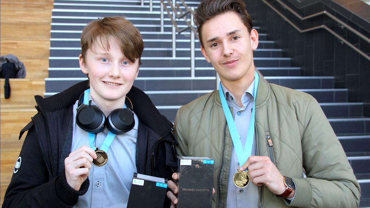 OHG-elevene Phillip Jakobsen fra Røa og Joakim Leikfoss fra Østensjø er Oslomestere i salg og service! Foto: Karl Andreas Kjelstrup