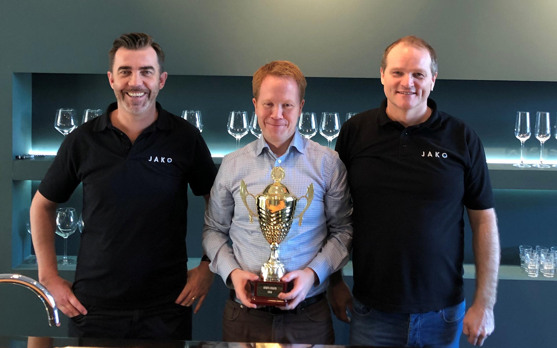 Pris for beste stand på NRV/NVKs generalforsmling 2019 gikk til Jako. F.v.: Tom S. Pedersen, Rune Nilsen og Kristian Isachsen.