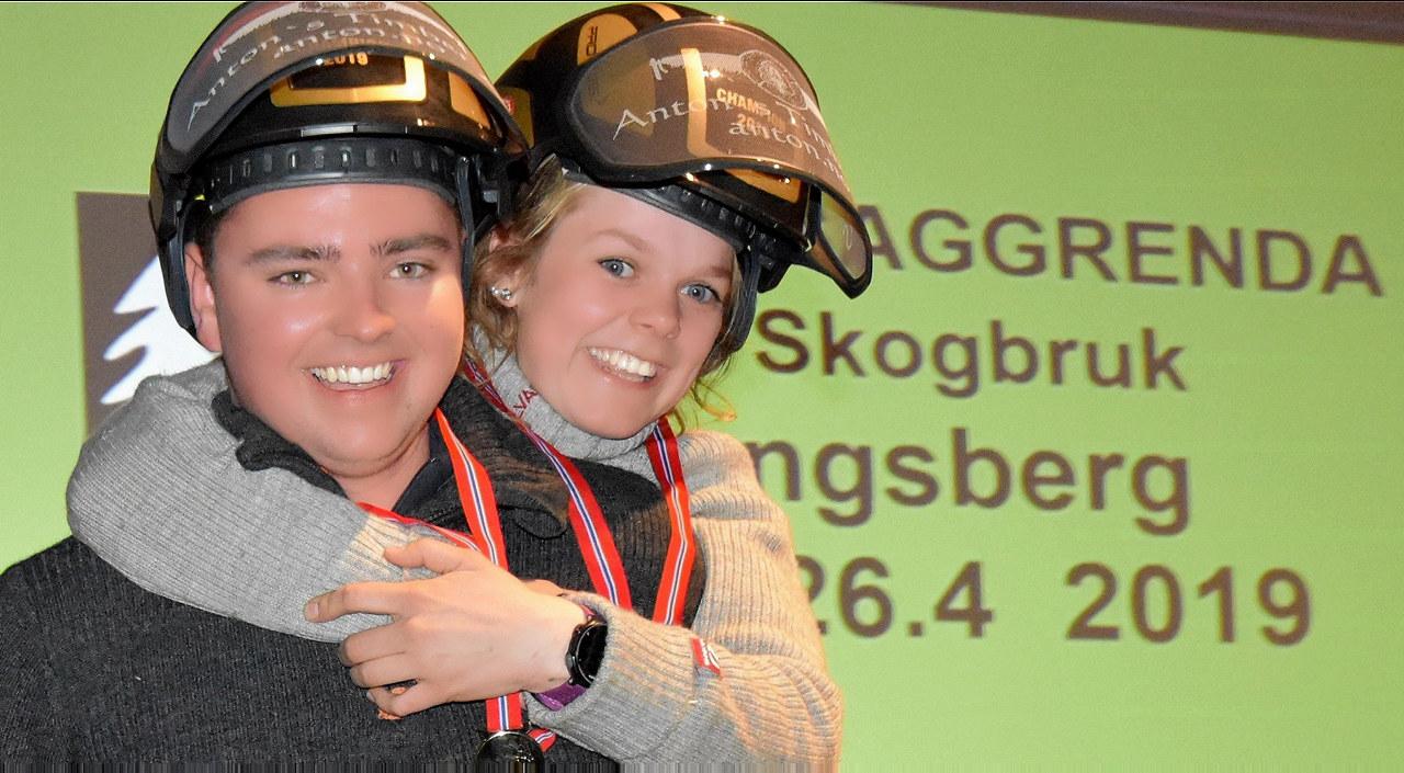 Vinnere av motorsag individuelt, ble Sivert Lindstad fra Jønsberg vgs. og Anna Gjønnes fra Tomb vgs. (Foto: Saggrenda vgs.)