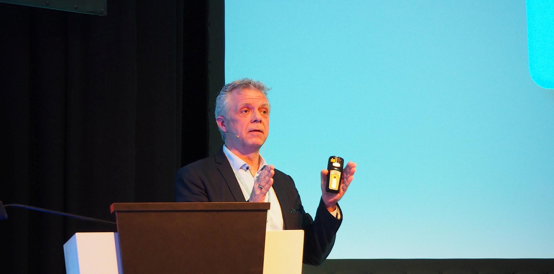 "Gaute Knutstad, forskningssjef, SINTEF Manufacturing presenterer rapporten ""Lær av de beste"" på Industri Futurum 2020. Foto: Norsk Industri"