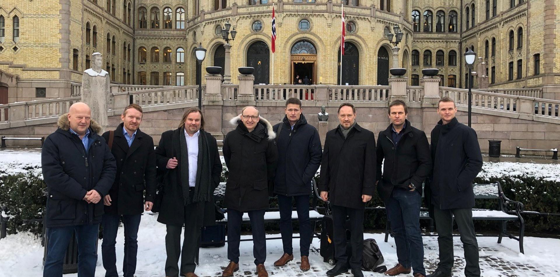 Personer foran Stortinget
