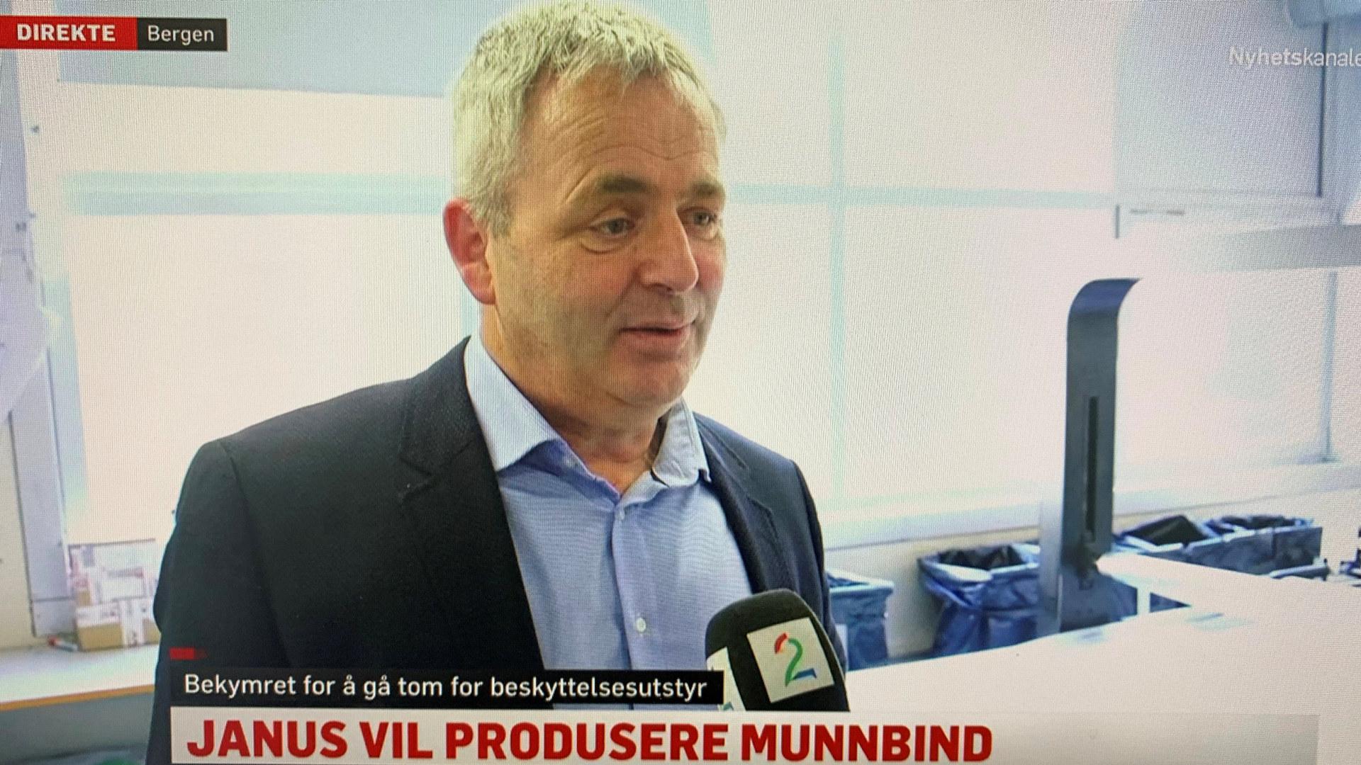 Janus-fabrikken tilbyr seg å lage munnbind til helse-Norge. Her ved adm. dir. Arne Fonneland. Skjermdump: TV2 Nyhetskanalen