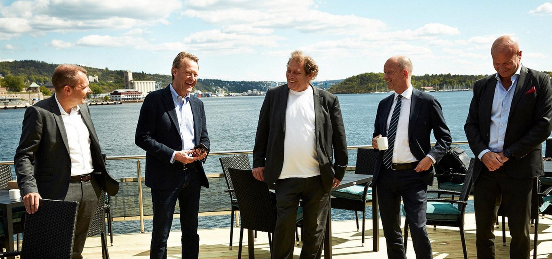 Fem menn på en båt