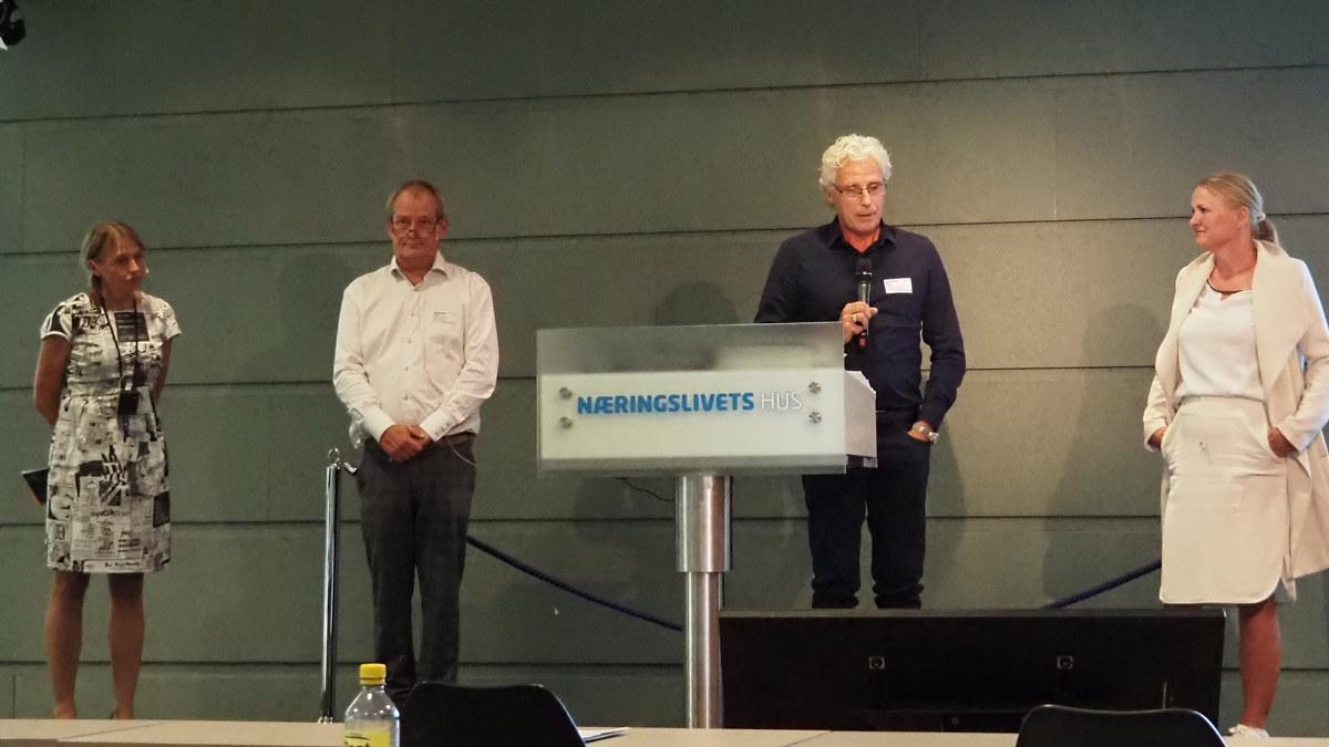 Valgkomiteens leder Rune Løberg presenterer nytt styremedlem i Grafisk bransjeforening
