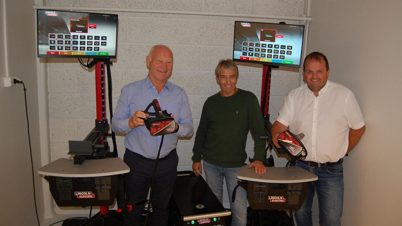 Fra venstre kategorisjef sveis i Tools, Morten Gran, avdelingsleder på TIP, Trond Stormo og rektor Geir Ludvig Næstby på Bodin videregående skole.