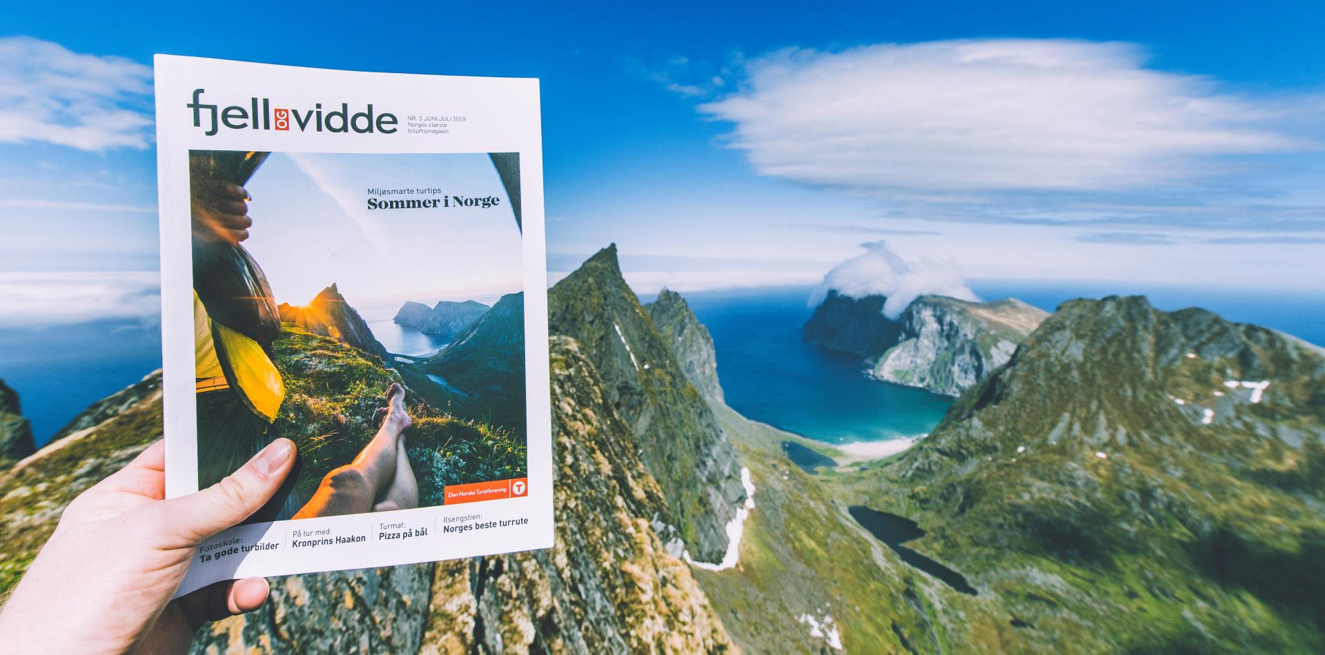 Magasinet Fjell og Vidde fotografert på fjellet