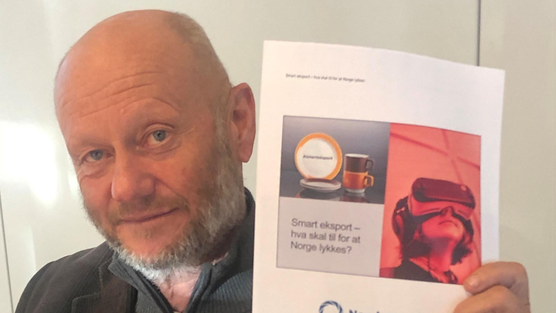 Adm. dir. Stein Lier-Hansen i Norsk Industri med Smart Eksport-rapporten som ble lansert 3. november 2020. Foto: Norsk Industri