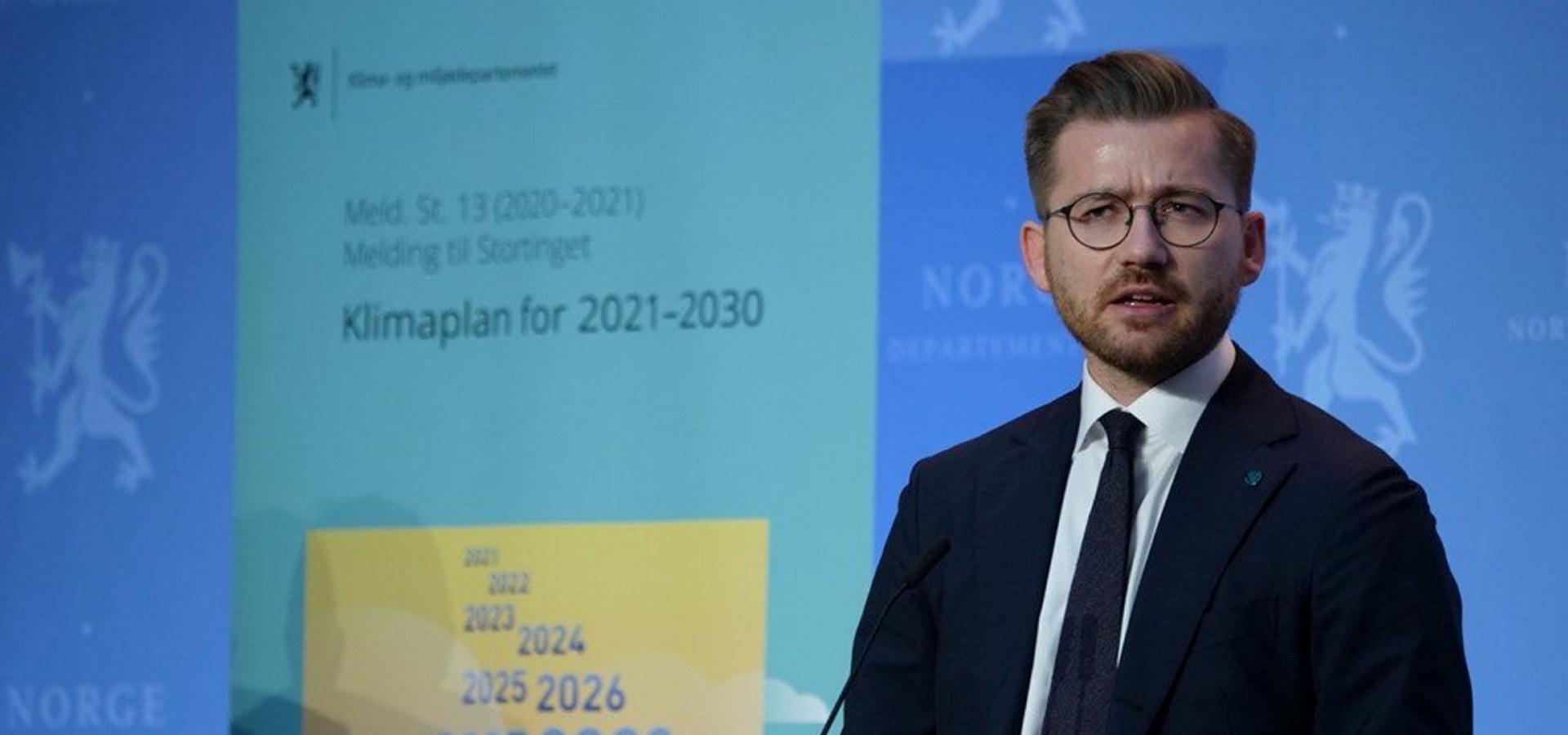Klima- og miljøminister Sveinung Rotevatn ved fremleggelsen av Klimaplan 2030.
