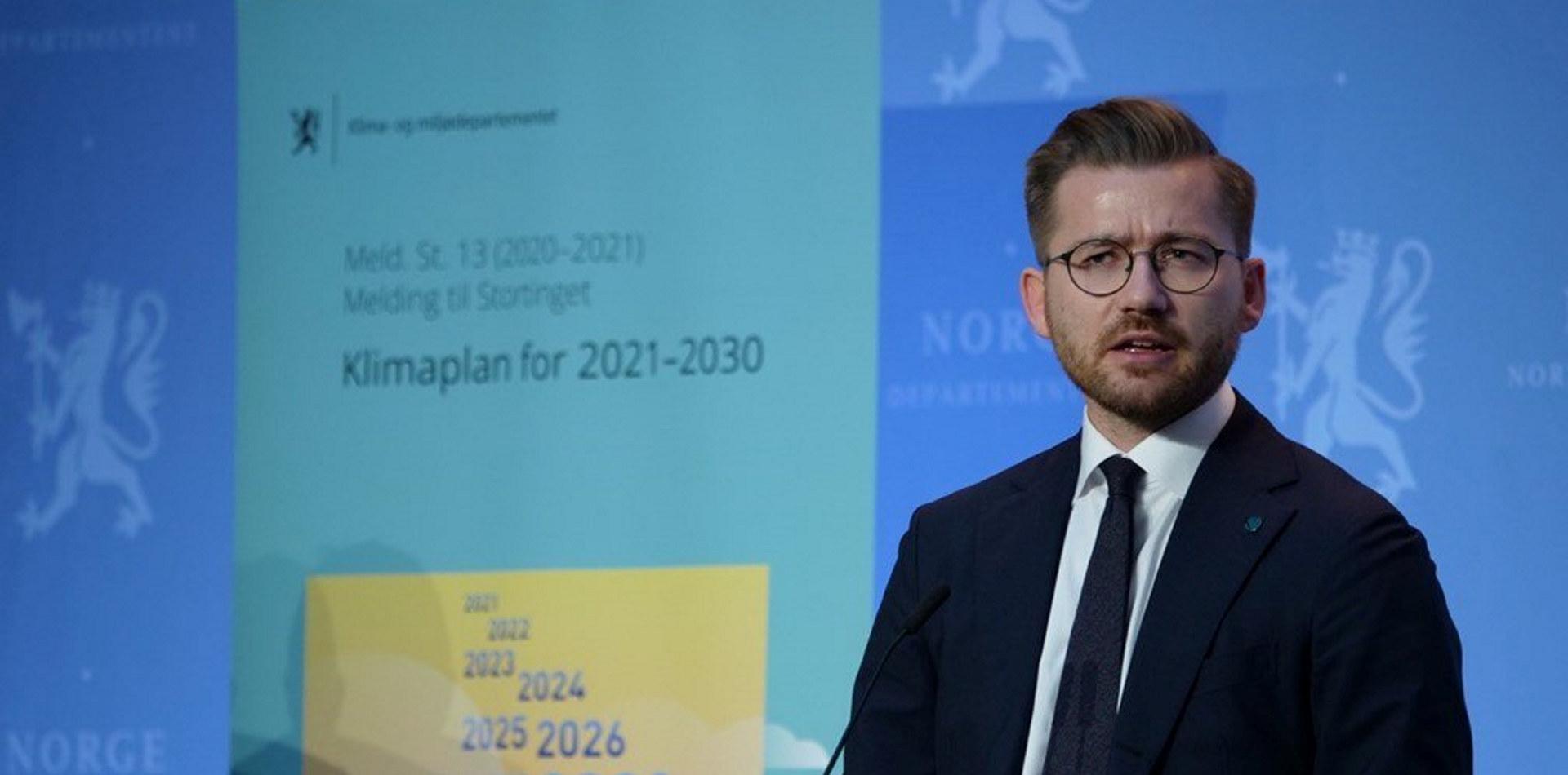 Klima- og miljøminister Sveinung Rotevatn ved fremleggelsen av Klimaplan 2030. Foto: Martin Lerberg Fossum / KLD