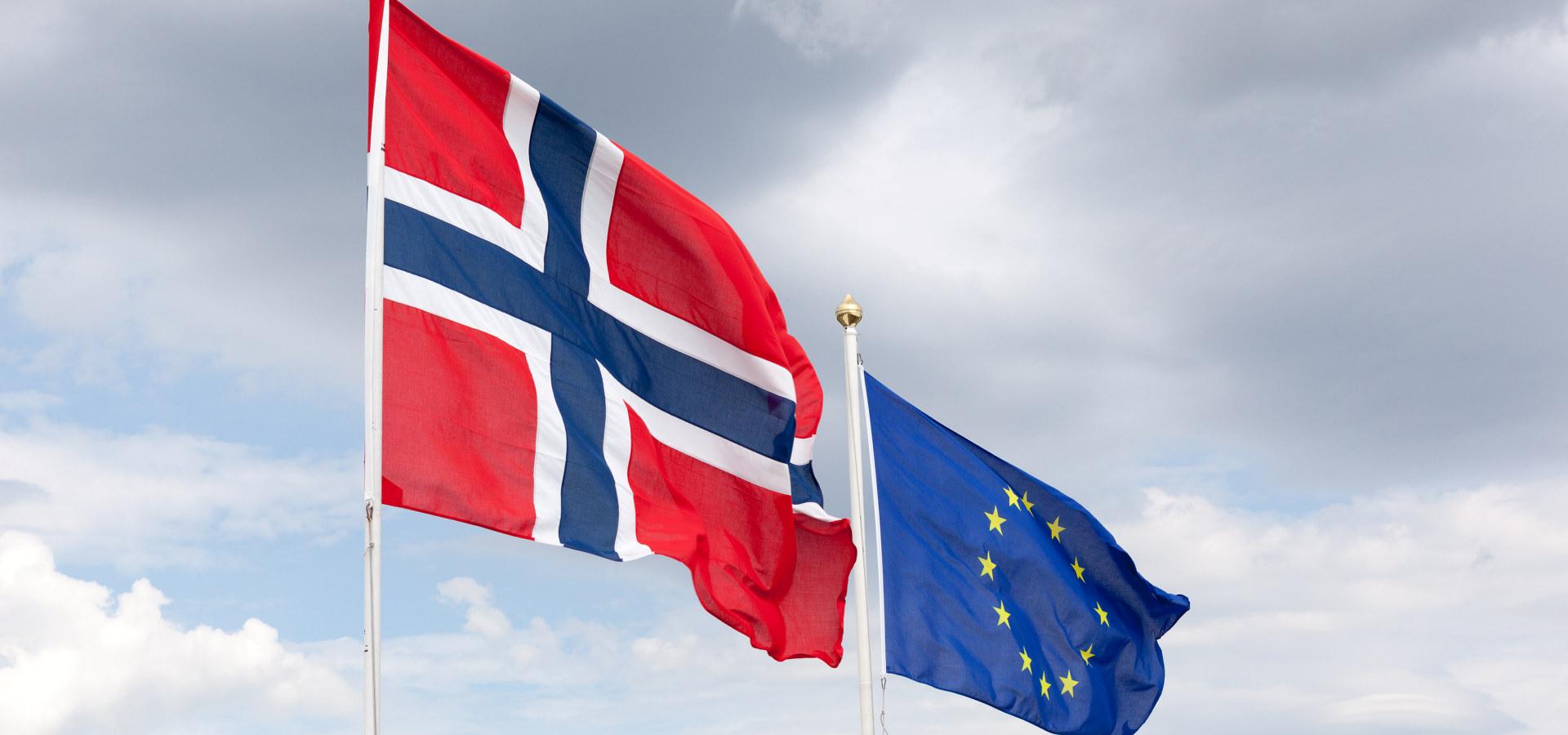 Norsk flagg og EU-flagg