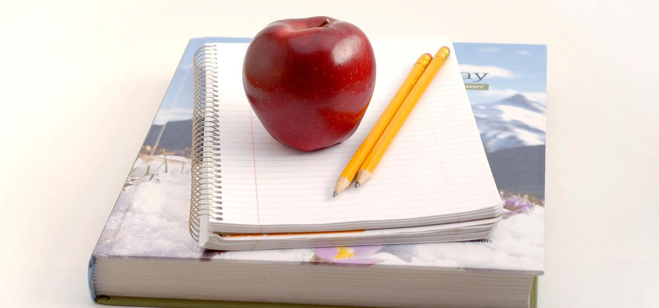 Lærebok med eple