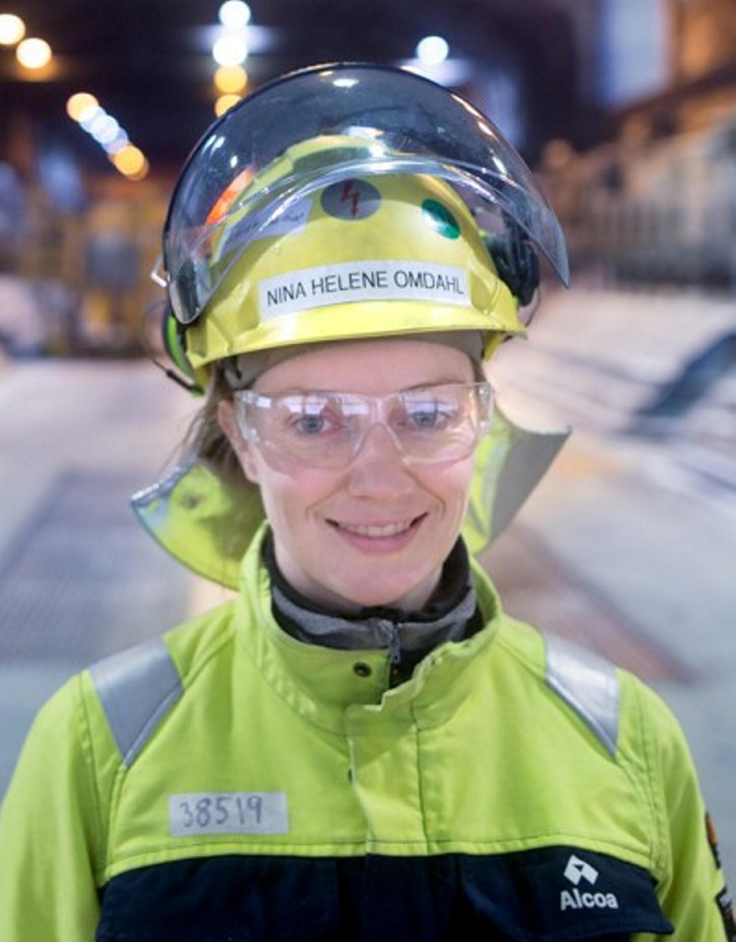 Nina Helene Omdahl, prosessingeniør i elektrolysen ved Alcoa Mosjøen. Foto: Rune Nilsen / Alcoa