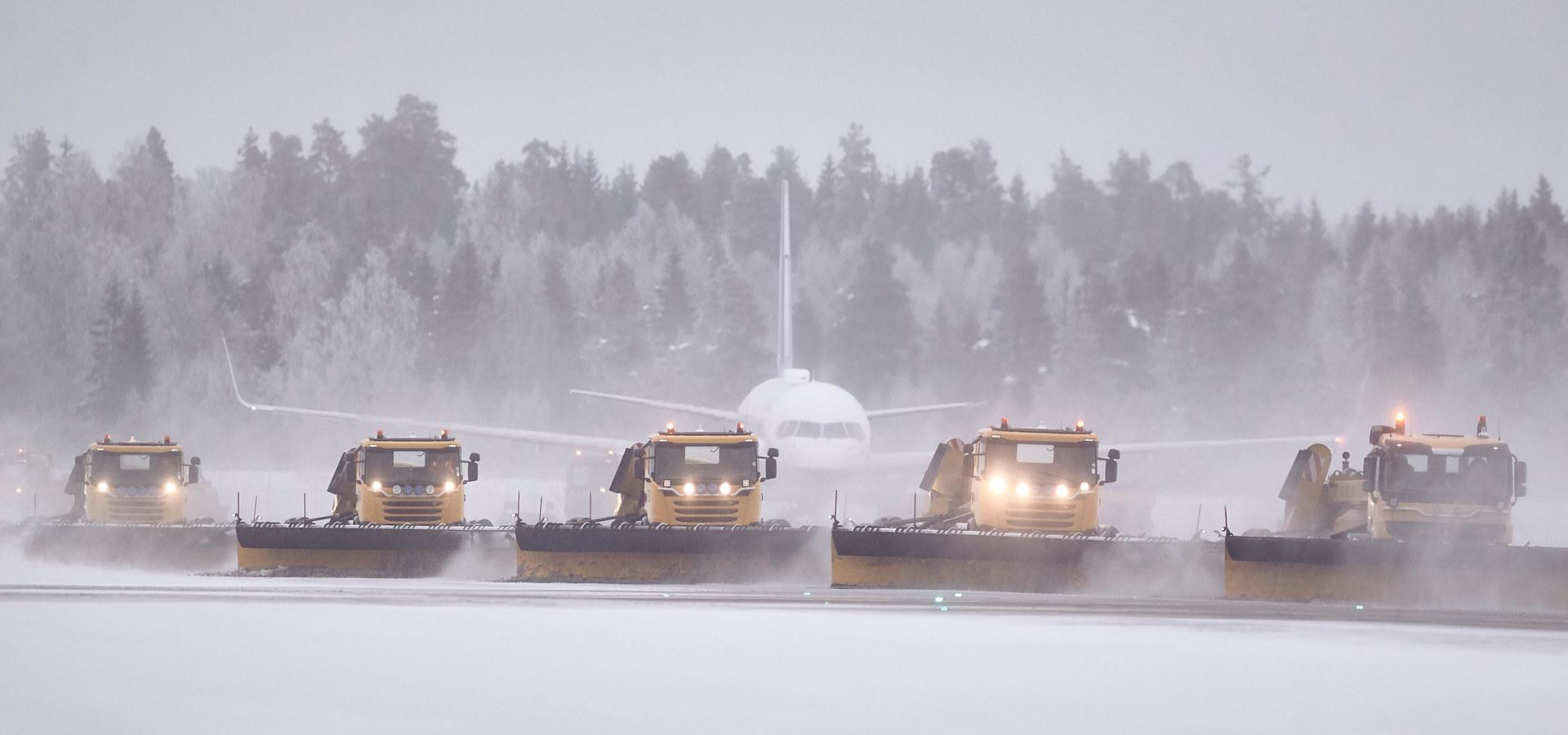 Autonom snøbrøyting på flyplass. Foto: Øveraasen / Yeti