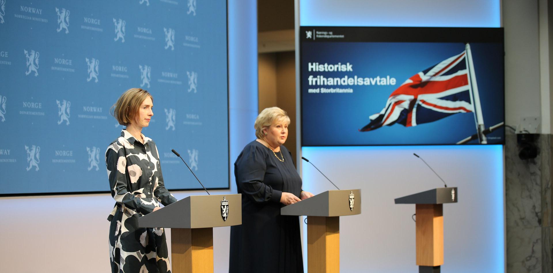 Næringsminister Iselin Nybø og statsminister Erna Solberg på pressekonferansen om en historisk frihandelsavtale med Storbritannia 4. juni 2021. Foto: Øyvinn Myge / NFD