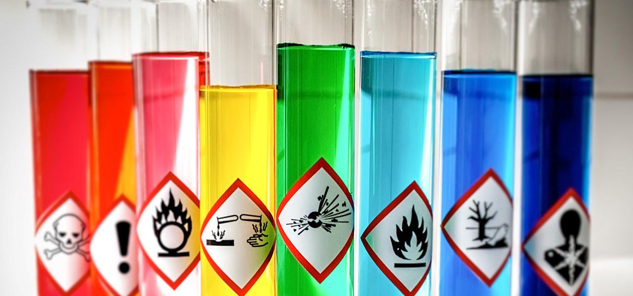 Reagensrør med farlig avfall-symbol